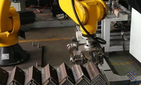 全自动数控角钢生产线搭配机械手效率更高